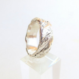 Unisex Wedding Band with Leaves